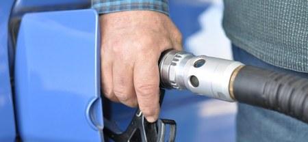 """Suggestions de lecture : Dossier """"Moins polluantes,  les voitures «propres» ?  Ou le marketing «vert», deux sons de cloches"""""""